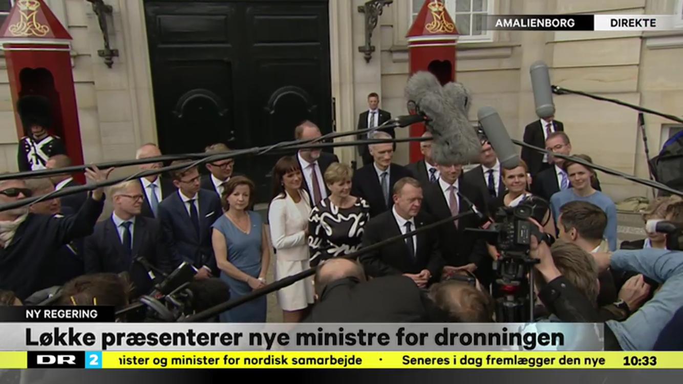 Den første rene venstre-regering med Lars Løkke rasmussen  i spidsen. Pæsenteret på Amalienborg Slotsplads